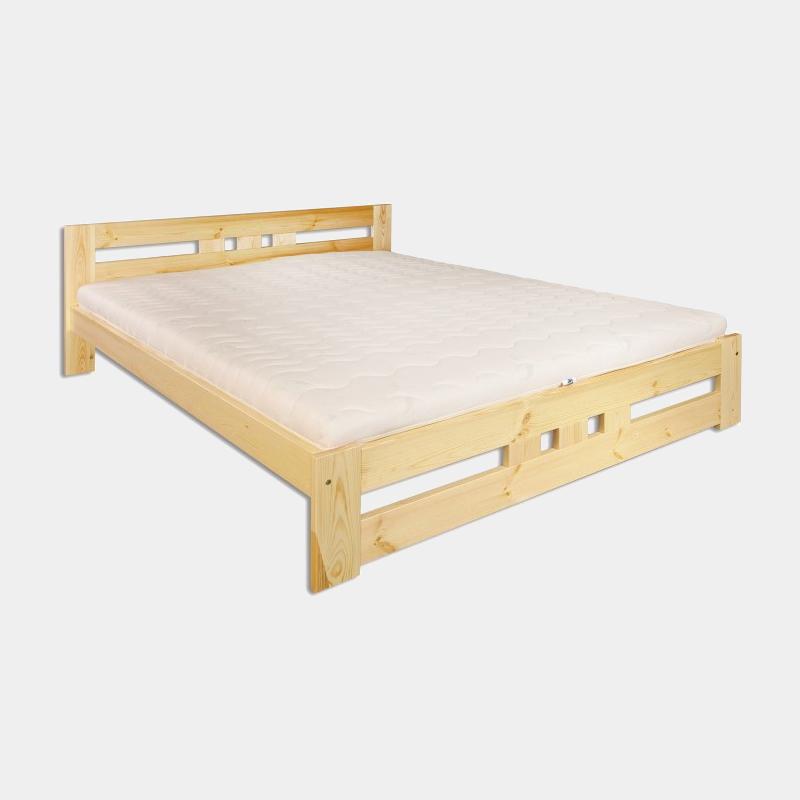Drevená manželská posteľ