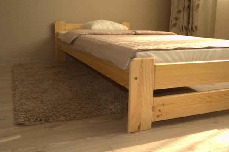Drevená posteľ z masívu jednoložková