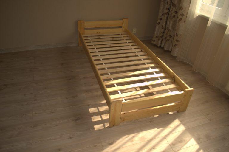 Lacná posteľ z masívu s roštom