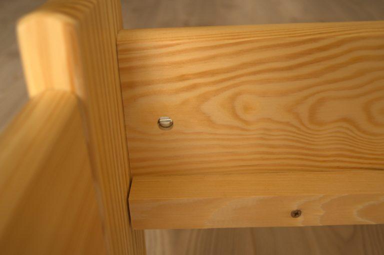Drevená posteľ detail